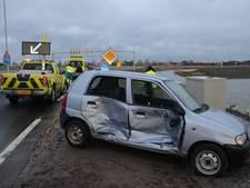 Bestuurder verliest macht over het stuur en ramt andere auto