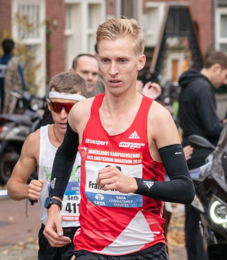 Futselaar met Farah in select groepje in marathon Londen