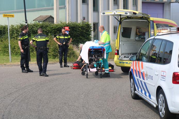 De motorrijder brak zijn been door het ongeval.