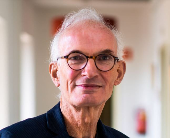 """Immunoloog Ger Rijkers: ,,Ik wil kijken of er bijzondere omstandigheden of kenmerken zijn. Als dat zo is, dan kunnen mensen hun leefomstandigheden aanpassen."""""""