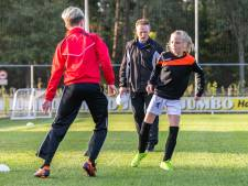 Jeugdtrainer HHC Hardenberg: 'Op deze manier kan ik met voetbal bezig zijn én tijd besteden met mijn dochter'