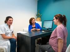 Gynaecoloog Cathrien schuift aan bij spreekuur bij 040verloskunde