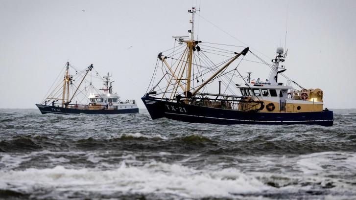 KNRM: 'Netten Urker viskotter Lummetje bleven hangen achter wrak'