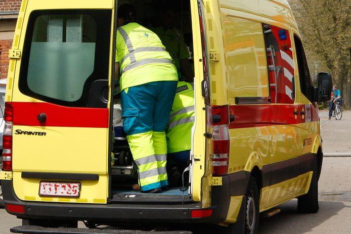 De man werd door de hulpdiensten overgebracht naar de spoeddienst van het Sint-Trudo ziekenhuis in Sint-Truiden.
