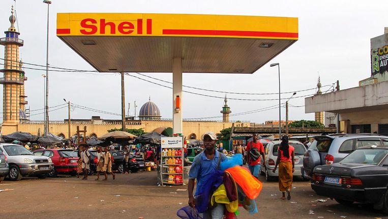 Een benzinestation van Shell, Abidjan, de grootste stad van Ivoorkust. Beeld reuters