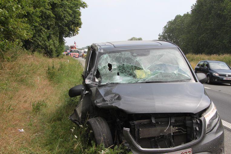 De Mercedes Vito liep zware schade op.
