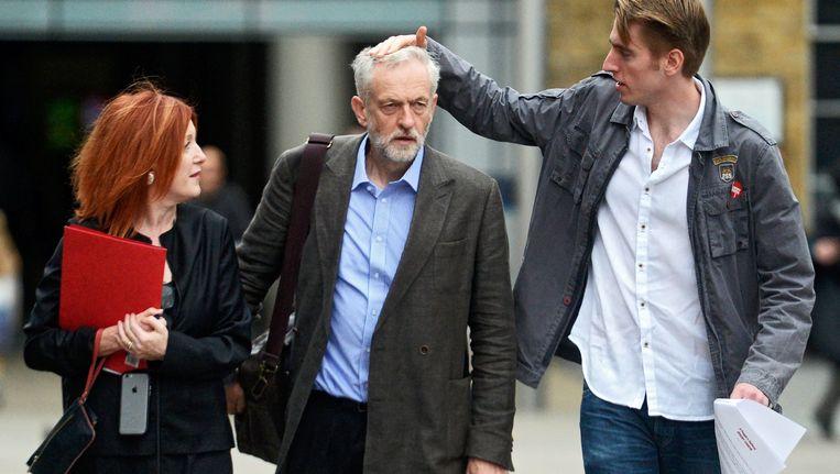 Typerend voor het gemoed was een opmerking die een toehoorder gisteren maakte na een rede in Middlesborough: 'Jeremy, ik ben er trots op dat ik in de ogen van sommige mensen een imbeciel ben.' Beeld null