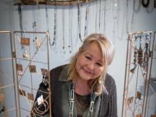 Marianne (57) maakt haar eigen sieraden: 'Alleen al met oude fietsbanden kun je heel mooie dingen maken'