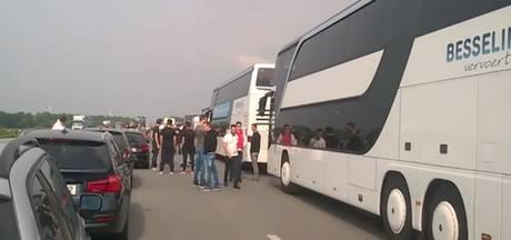 Ajax-fans muurvast richting Stockholm