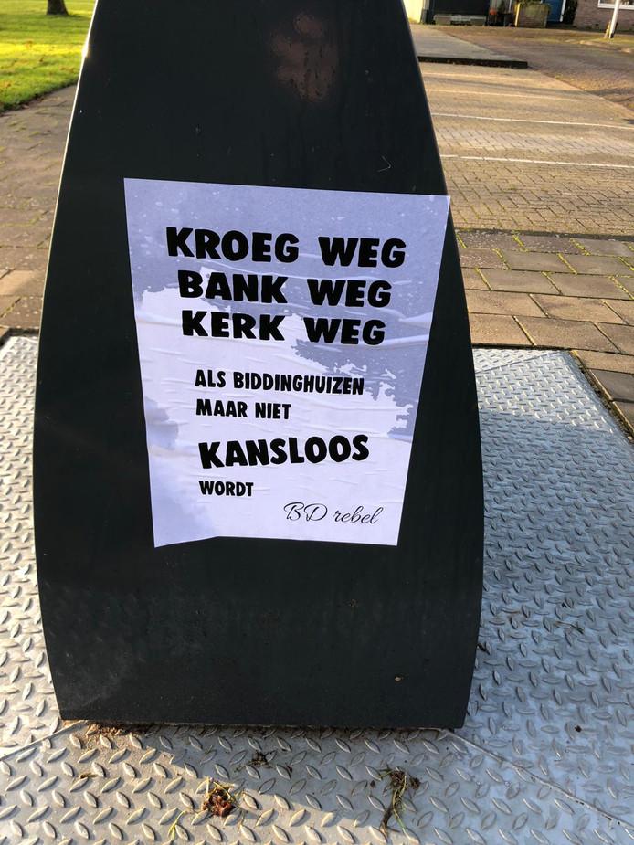 Een van de vele posters die 'BD rebel' heeft opgeplakt in Biddinghuizen