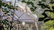 Badkamer brandt uit na defect aan zonnepanelen op het dak