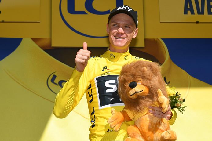 Chris Froome neemt in Rodez het geel weer over van Fabio Aru.