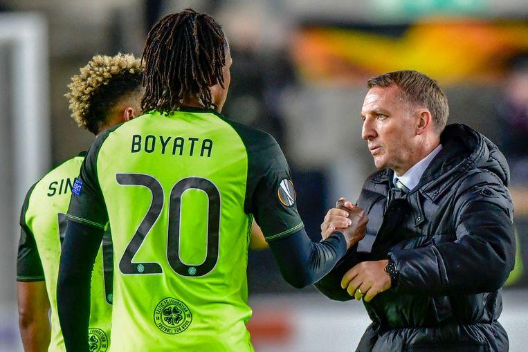 Brendan Rodgers praat met Dedryck Boyata.