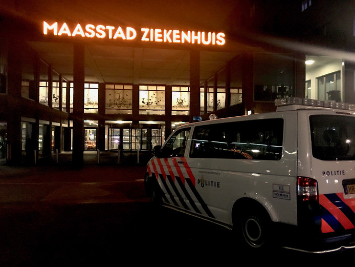 De politie deed tot diep in de nacht onderzoek in het ziekenhuis.