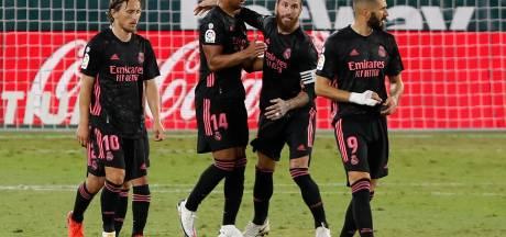Ramos verzekert Real Madrid met panenka van drie punten bij Betis