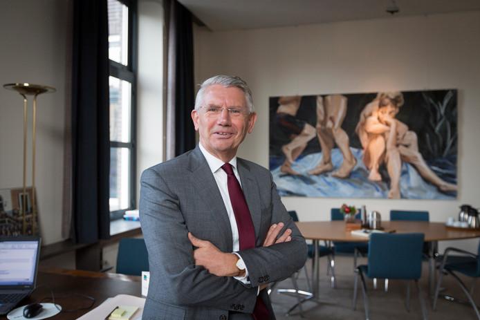 Toon van Asseldonk, sinds 2013 burgemeester van Overbetuwe. Komend jaar stopt hij ermee.