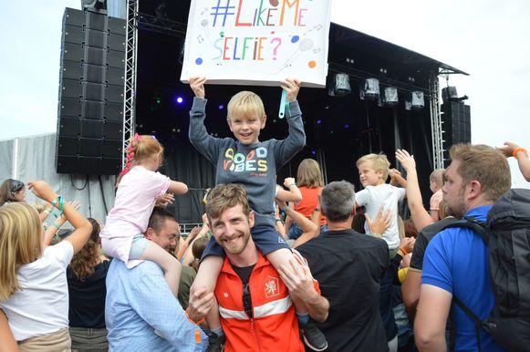 Joost (7) keek al maanden uit naar het optreden van #LikeMe op Mini Rock Junior in Denderhoutem.