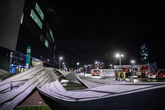 In Gent kwam een stuk metaal van honderd vierkante meter naar beneden.