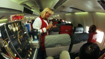 """Ex-stewardess blikt terug na afschaffing duty free-verkoop: """"Mannen kochten parfums vaak dubbel. Voor zijn vrouw en zijn moeder? Of..."""""""