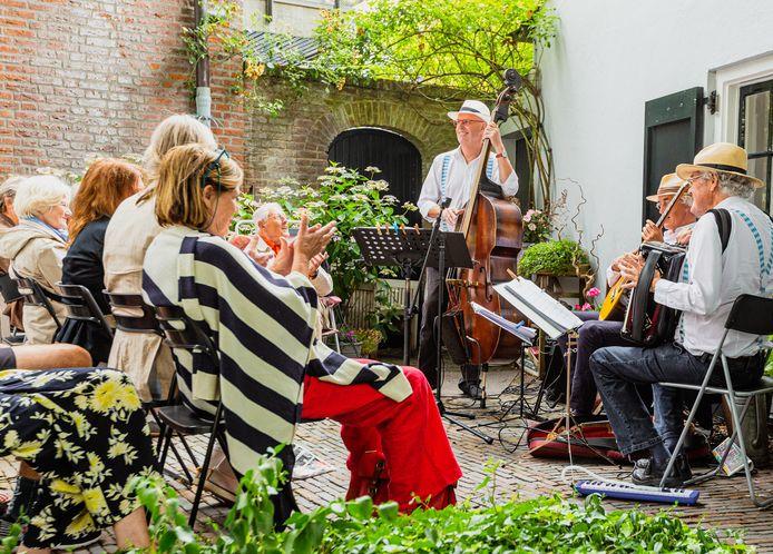 Struinen in de Tuinen - hier tijdens een eerdere editie voor corona - vindt op meerdere plekken in Nederland plaats.