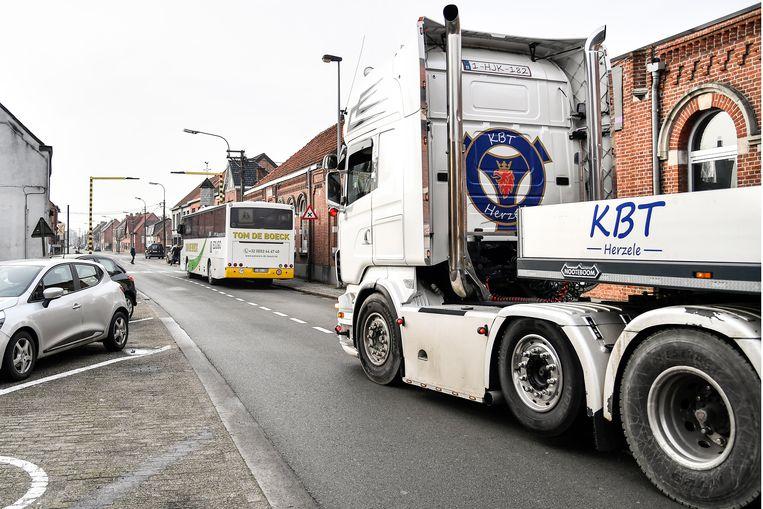 De doortocht van zwaar verkeer is ook een bezorgdheid in de schoolomgeving van de wijk Durmen.
