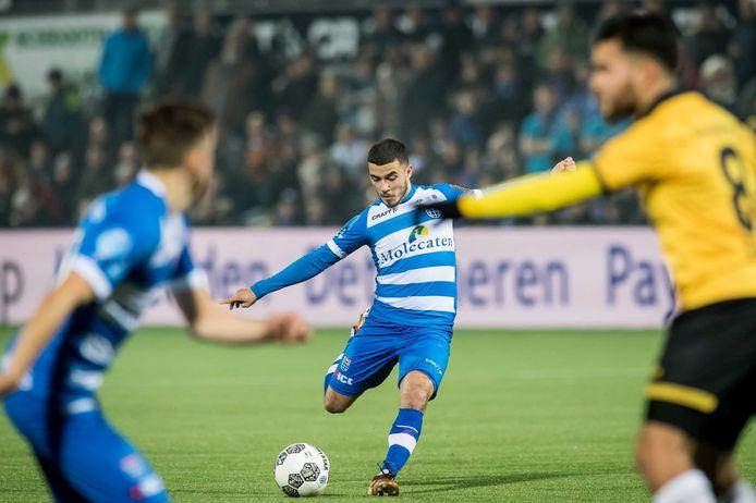 Mustafa Saymak en Ryan Thomas (l) ontbreken woensdagavond bij PEC Zwolle in de kwartfinale van de KNVB-beker tegen AZ.