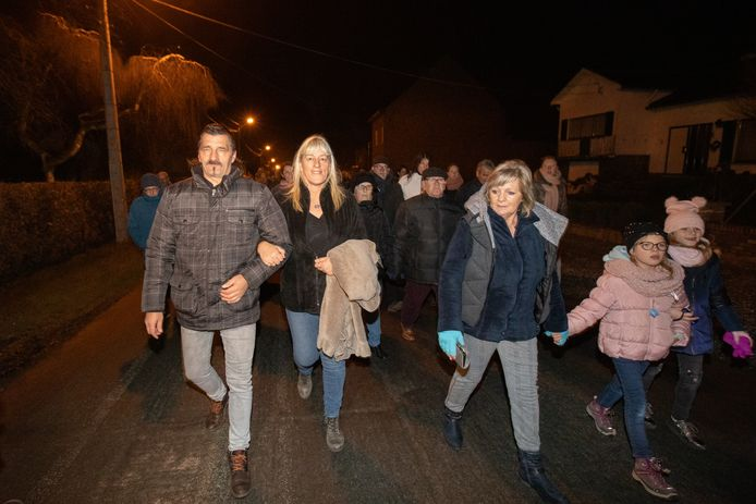 Ouders van Shana en en Kevin liepen vooraan in de 'Mars van de Hoop' die duizend deelnemers op de been kreeg.