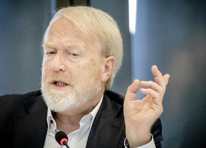 Jaap van Dissel, directeur van het Centrum Infectieziektebestrijding van het RIVM, praat de Tweede Kamer bij over het coronavirus.