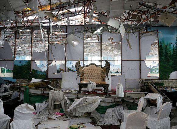 De trouwzaal raakte door de zelfmoordaanslag zwaar vernield.
