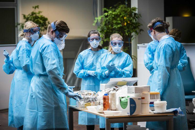 Een corona-polikliniek bij het Universitair Medisch Centrum Groningen (UMCG). Beeld ANP