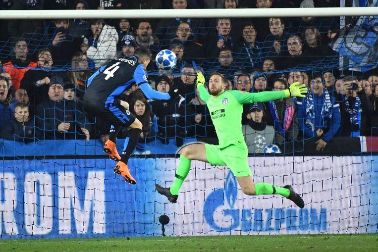 Dé kans op de 1-0: de ingevallen Luan Peres is goed op weg om Club Brugge naar de zege te kopen, maar slaagt daar niet in.