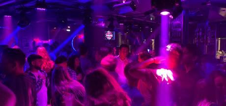 Negen jongens uit Wijchen en Niftrik liepen in Griekenland corona op: 'In die clubs was het hartstikke vol'