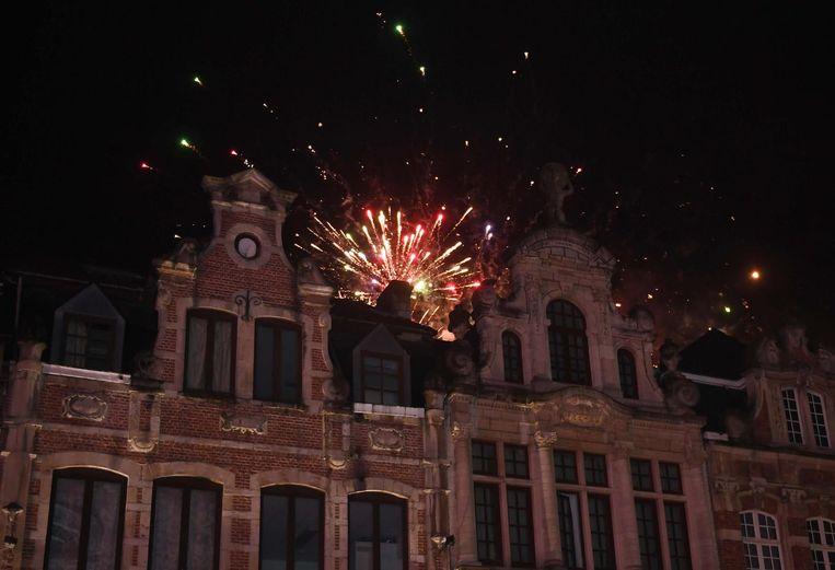 Boven de gebouwen van de Oude Markt was vuurwerk te zien.