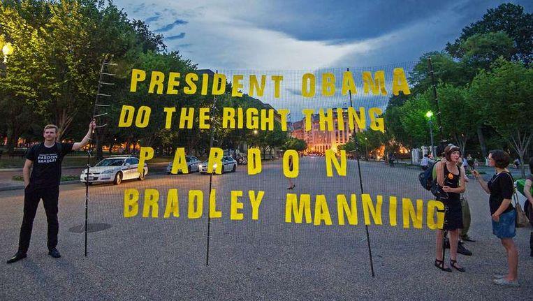 Activisten bij het Witte Huis vragen Obama om een presidentieel pardon voor Manning. Beeld afp