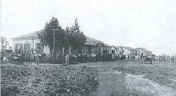 Een historisch beeld van de koffieplantage 'Estrella' van de familie Hereman in Brazilië.