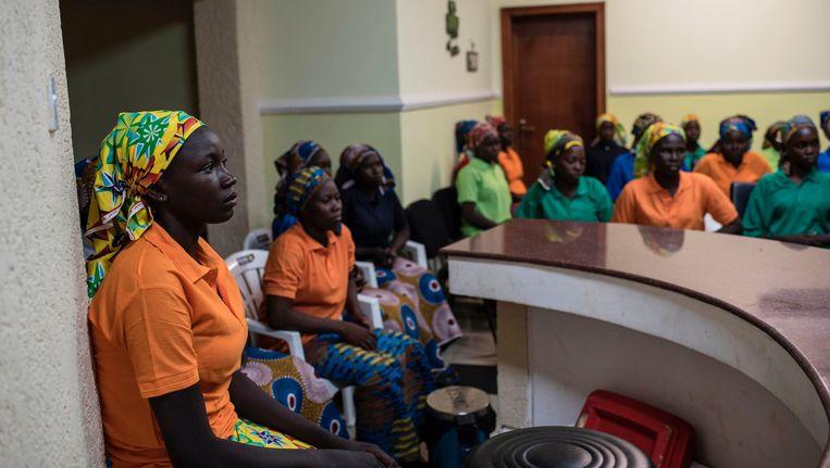 Een aantal van de vrijgelaten schoolmeisjes in Abuja.