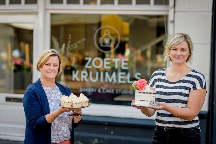 """TT-2020-003872 Vera Engelbertink met haar moeder Pauline Engelbertink: """"  EDITIE: OLDENZAAL FOTO: Emiel Muijderman EVM20200728"""