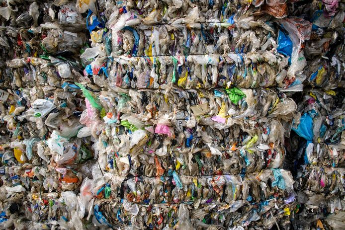 De verwerking van plasticafval bij de sorteerinstallatie van Attero in Wijster.