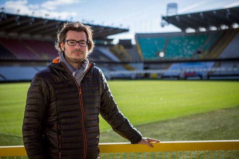 Auteur Sven Vantomme in het Jan Breydelstadion.