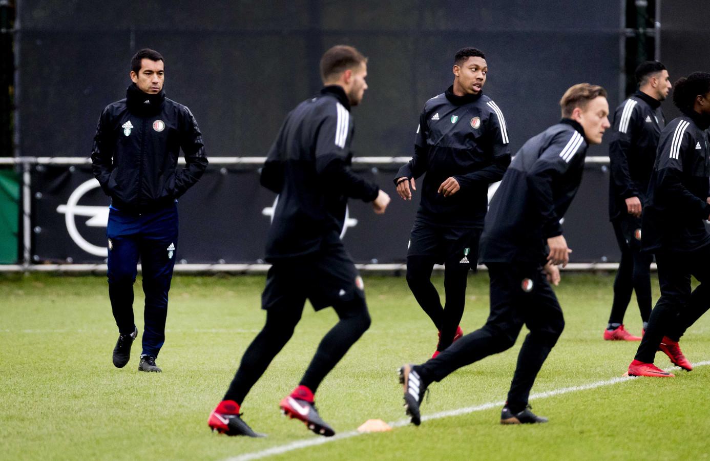 Giovanni van Bronckhorst tijdens de laatste training van Feyenoord ter voorbereiding op de wedstrijd tegen Napoli.