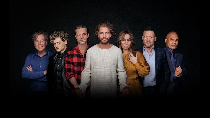 De cast van The Passion 2020. Van links naar rechts: Bert van Leeuwen, Soy Kroon, Jan Kooijman, Tim Akkerman, Trijntje Oosterhuis, Johnny de Mol en Roué Verveer
