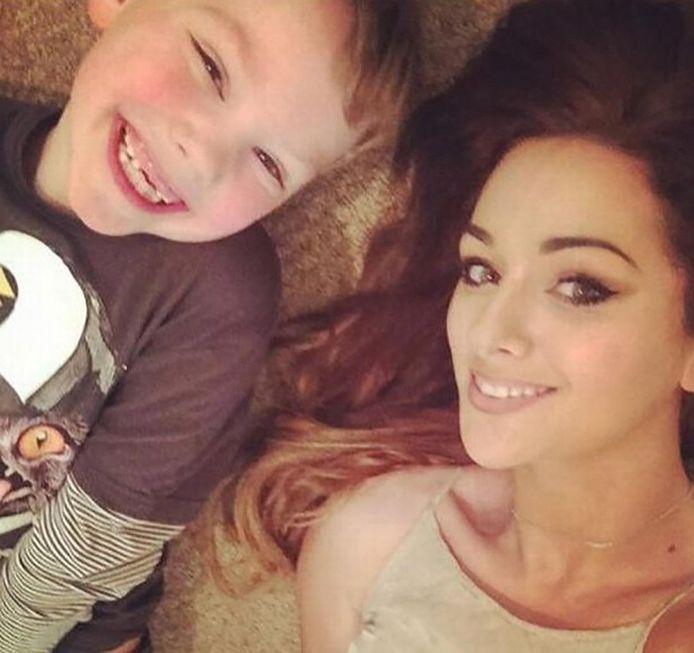 Sarah en haar zoontje Harvey.