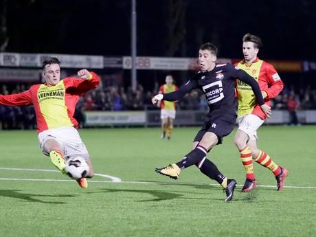 Willem II'er Tsimikas steekt z'n tong uit naar iedereen