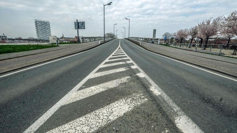 De Groeningebrug, waar vaak erg veel auto's passeren.
