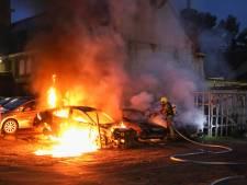 Drie auto's in vlammen op in Rotterdam-Overschie