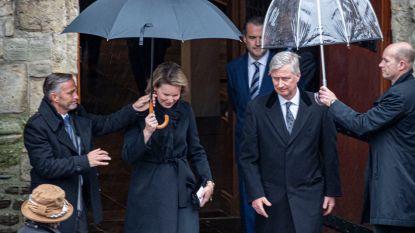 Koning Filip en koningin Mathilde aanwezig op  uitvaartplechtigheid in Nederbrakel
