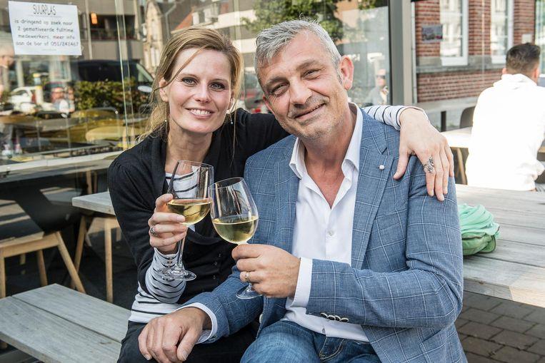 Peter Bulckaen en Silvia Claes, Trudy en Mathias uit Familie, op bezoek in restaurant Suurplas.