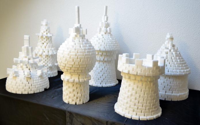 De gebouwen van suikerklontjes van de Franse kunstenaar Lionel Scoccimaro (2008) hebben het depotbestaan niet overleefd.