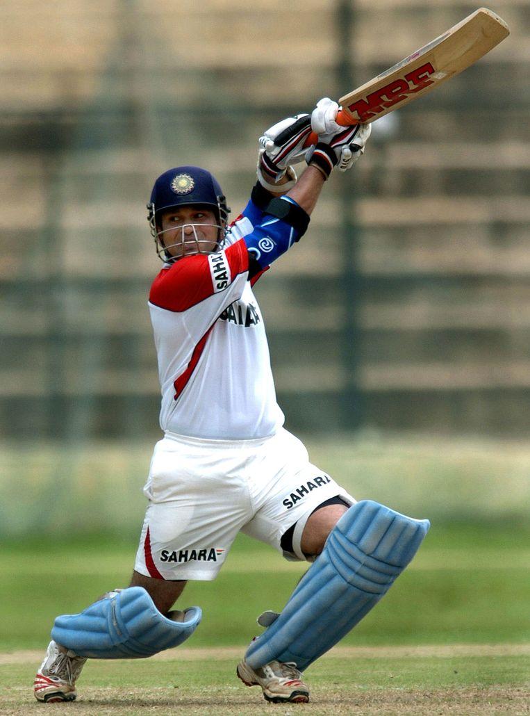 Cricket: De Indiase ster Sachin Tendulkar. Hij en de Australische international Shane Warne zijn de twee sporthelden van Jeffrey Archer. Beeld AFP