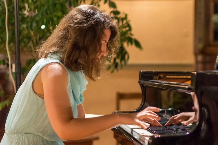 Pianiste Eloisa Cascio. ,,Vertrouwd werk, maar natuurlijk heel goed uitgevoerd.''
